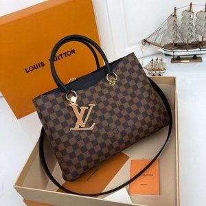 ✨🌸COLLECTABLE🌸✨ The ultimate gorgeous LV shoulder bag